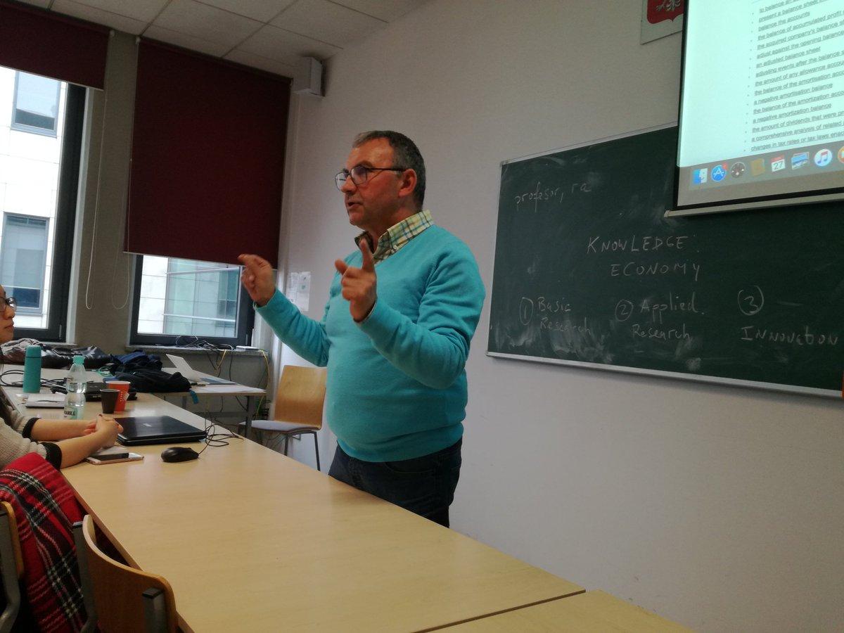 Pedro Fuertes-Olivera beim EMLex-Konsortium