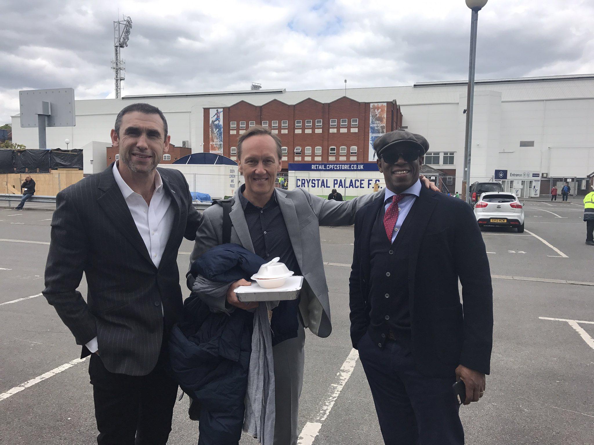 Just 3 blokes in the car park at Selhurst chatting Arsenal... https://t.co/KqV6pK0TfU