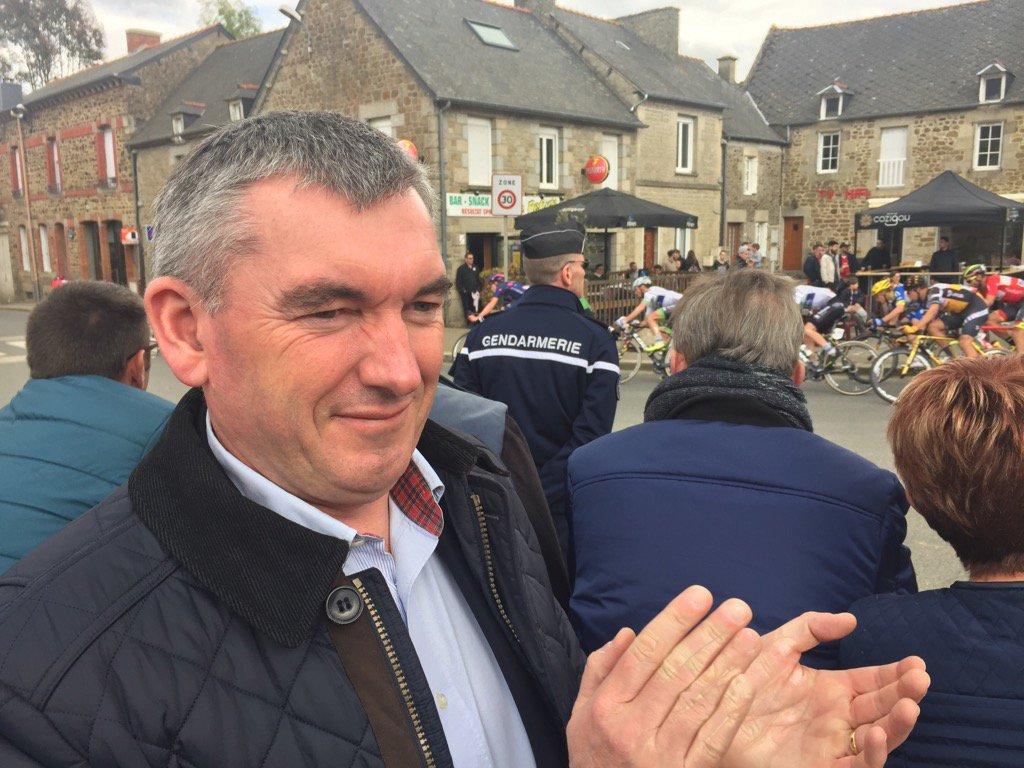 #Tour de Bretagne à #Plouasne . Du grand spectacle à 10 km de l'arrivée. pic.twitter.com/GIyXToG9kT