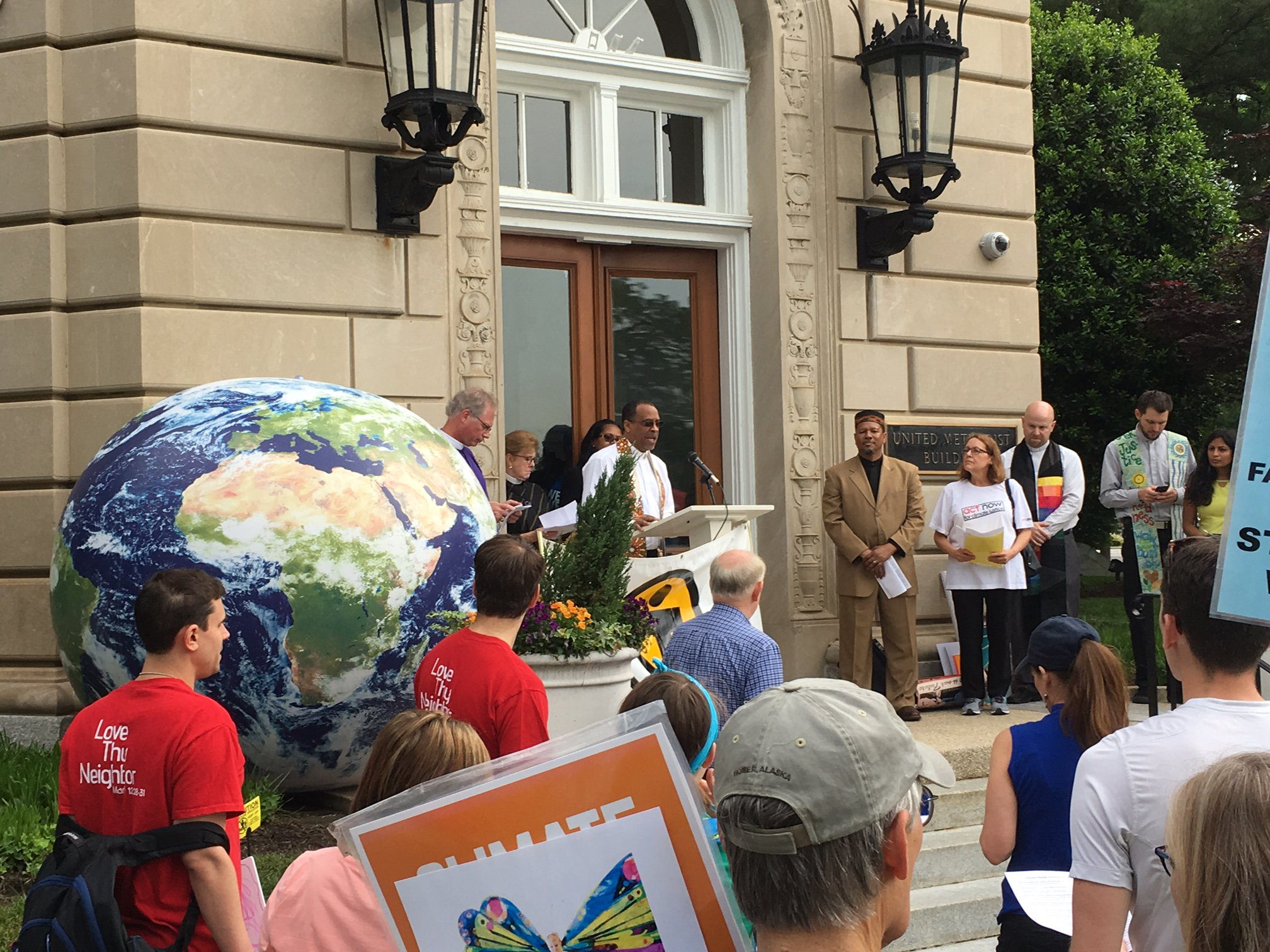 Terrific interfaith service this morning before the People's Climate March #KeepersofFaith #climatemarch https://t.co/WCRXpPbutk
