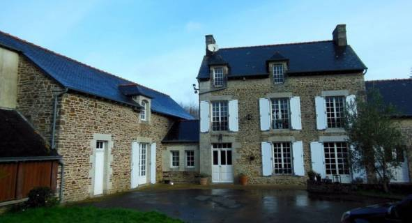 Property in #PLOUASNE, #Brittany, 404,250 euros  £341,482: Ref: AA-9644-SP; This is a real heart stopper. A…  http:// dlvr.it/P1W0bH  &nbsp;  <br>http://pic.twitter.com/jQ0oZRXuQ0