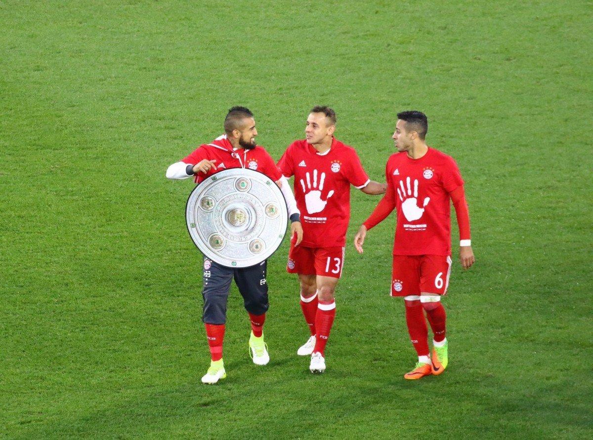 Titolo 27 per il Bayern Monaco, fuori dallo stadio non si festeggia ma ... - https://t.co/0cHG0Gy9rV #blogsicilianotizie #todaysport