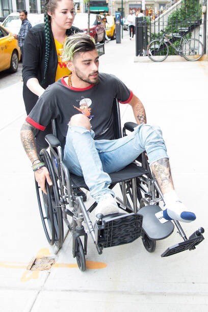 #Update | Zayn in a wheelchair in NYC. <br>http://pic.twitter.com/JfV6g6k2PI