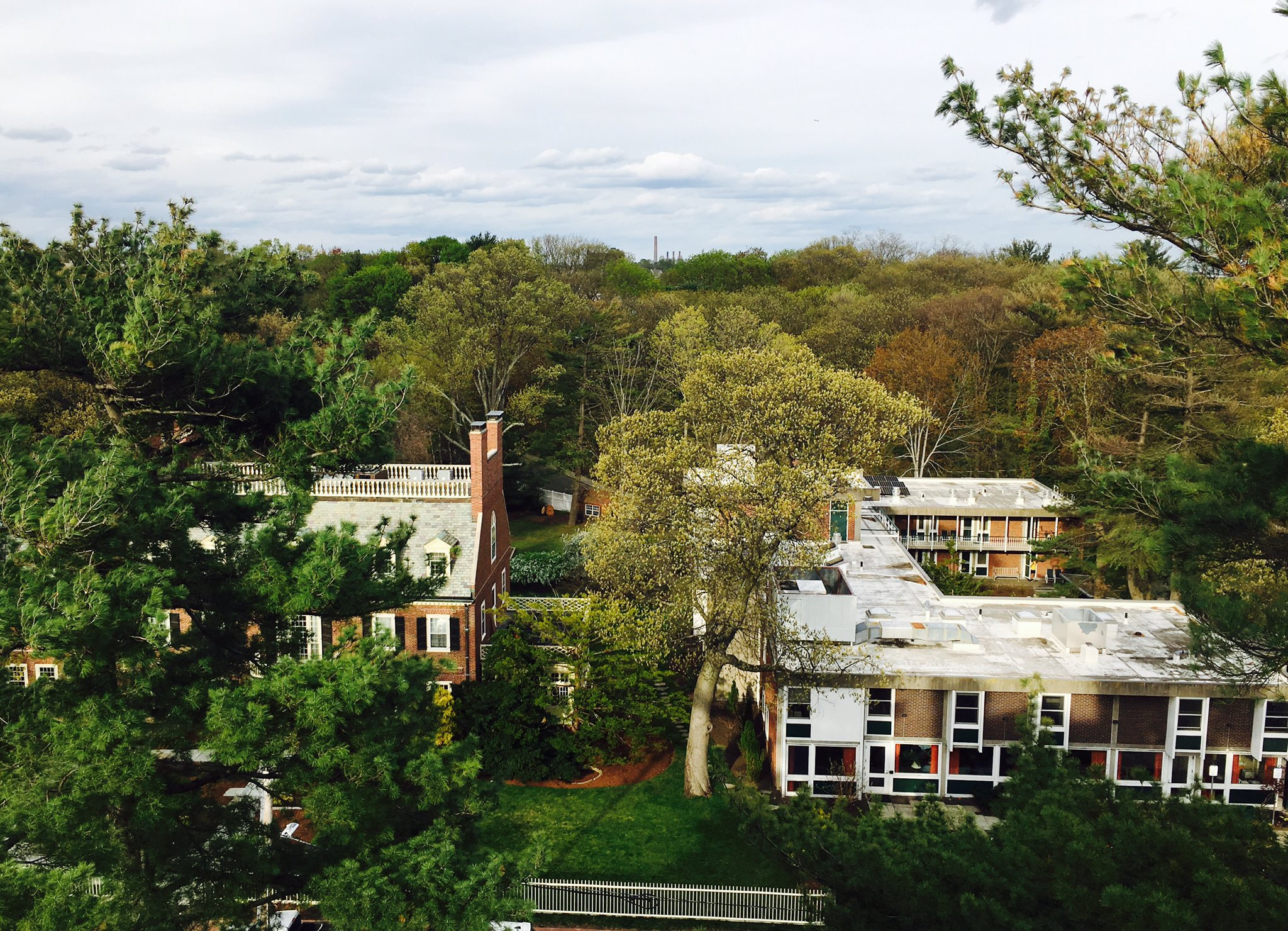 CSWR & Jewett House from Andover rooftop. Thanks for the tour Ralph! #HDS200  Photo courtesy of Bjorn Sorenson MTS '02 https://t.co/WZLOzzeBy2