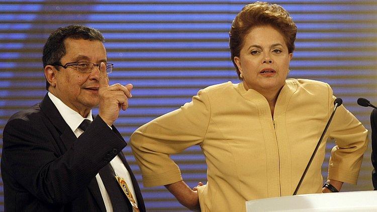 João Santana afirma que Dilma sabia de caixa 2 e sofre de amnésia moral https://t.co/anzEMLX4fN