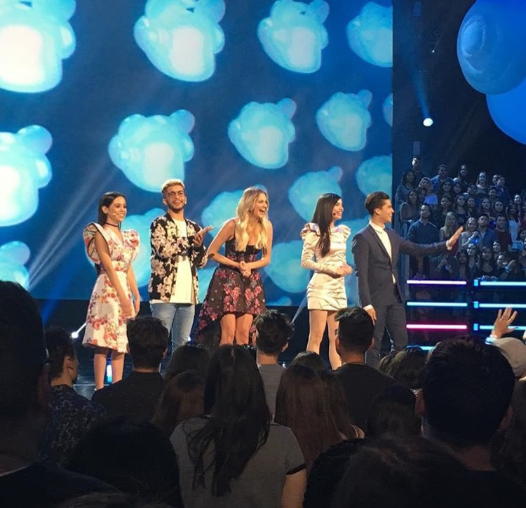 #UPDATE || Alex on stage a couple minutes ago! #RDMAs <br>http://pic.twitter.com/UoVt1TJHoX