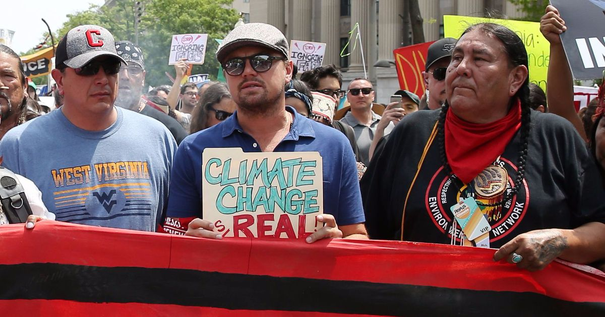 Leonardo DiCaprio used a standard, office file folder for his climate march sign, lol  http:// dlvr.it/P1bBvt  &nbsp;   #Tech #Technology<br>http://pic.twitter.com/hvXEd9V8UA