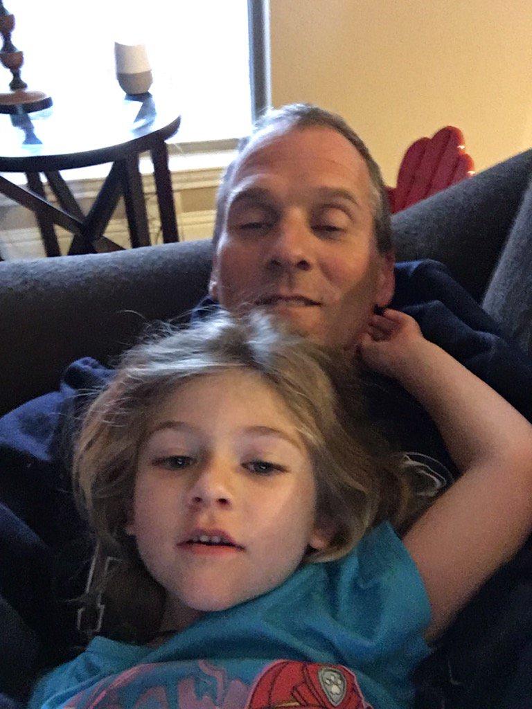 Hanging with my favorite. #princessleia #grandchildren #midlandistoofaraway<br>http://pic.twitter.com/B7LwneBIlu