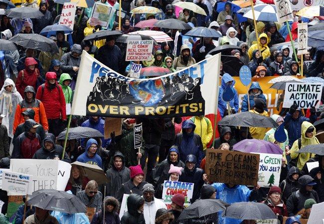 Climate March: Tens of thousands protest Trump climate policies https://t.co/6cUxgyTJEz