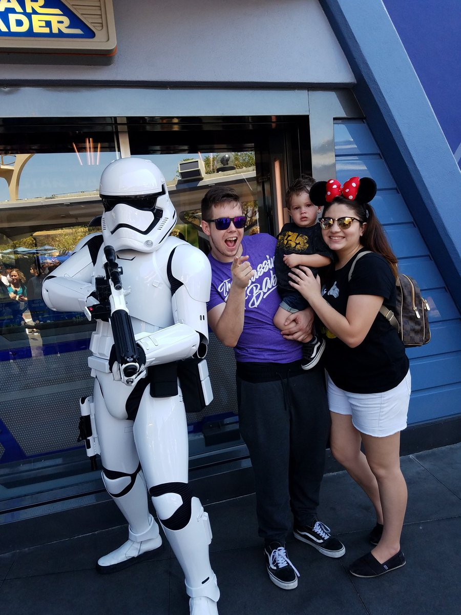 Even though Leonidas is terrified, this was one of the best days of my life #starwars #princessleia #stormtrooper #theforce<br>http://pic.twitter.com/J04MhCnT02