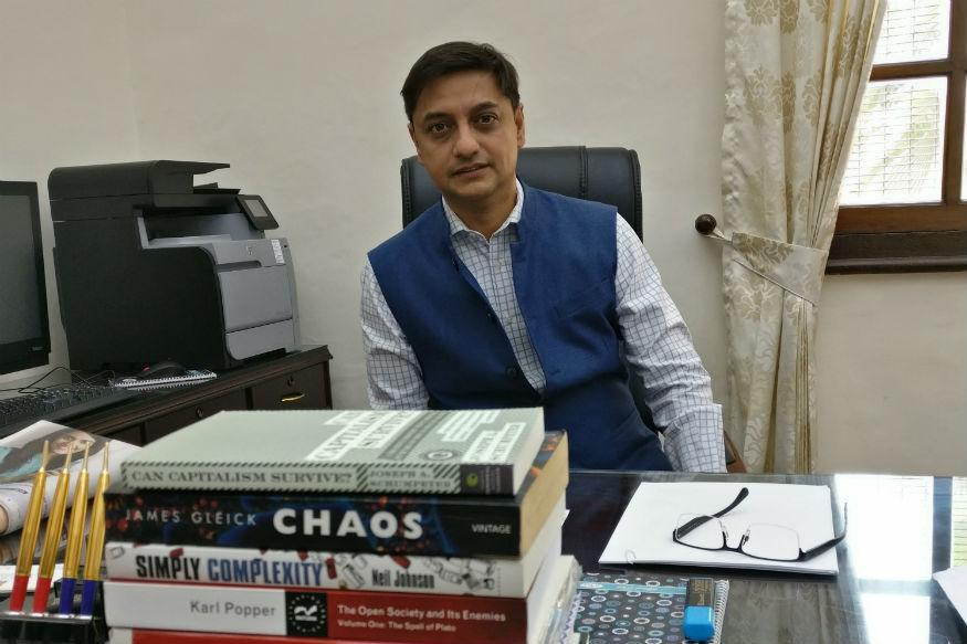.@sanjeevsanyal @ShereenBhan @Latha_VenkateshT@_anujsinghalo@moneycontrolcom @CNNnews18Net@sanjeevsanyalwork18: All Policymaking Must Incorporate History. I Am Not A Libertarian, I Want A Strong But Limited State https://t.co/6wJ4tQTexW
