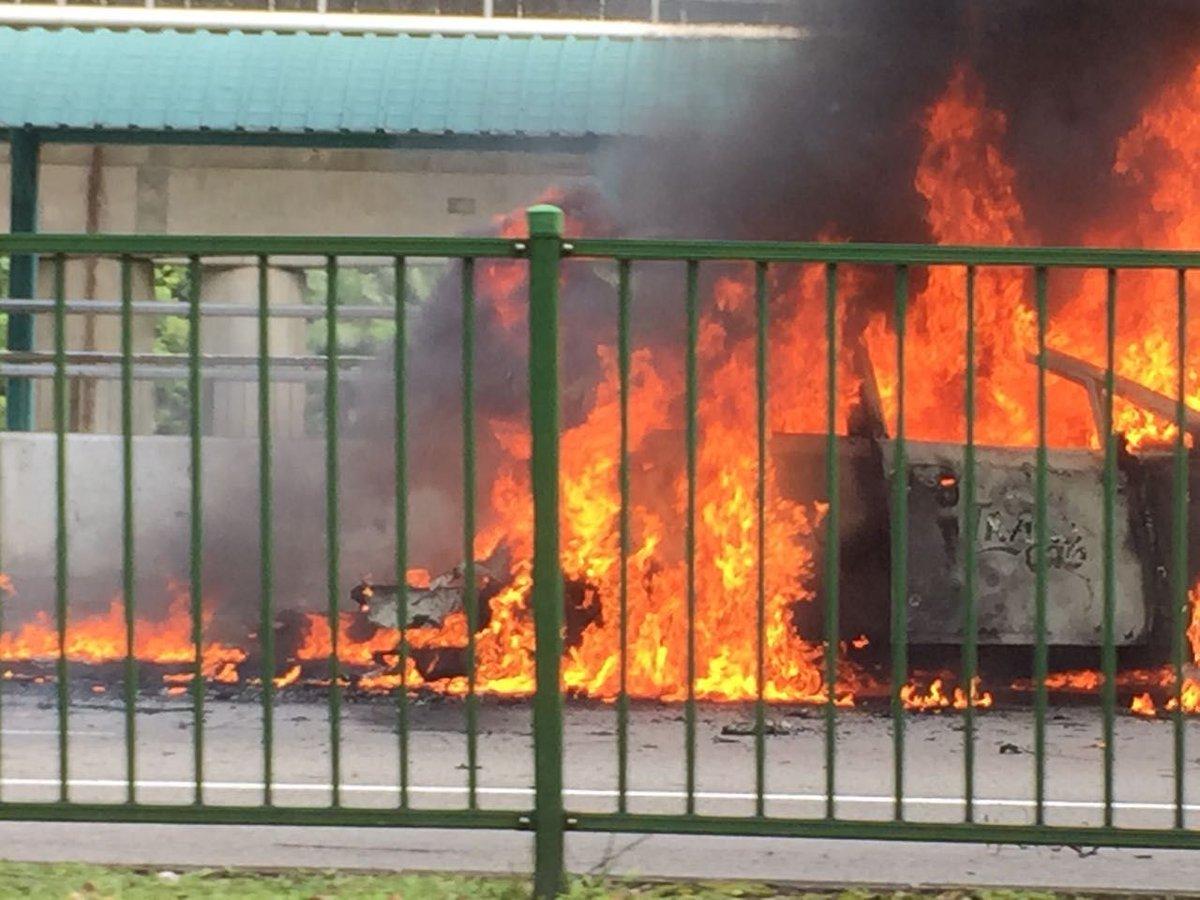 Trans-Cab taxi 'explodes' opposite Buona Vista MRT station. https://t.co/lC4HQ1EvOt