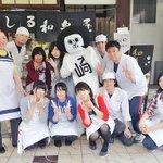 和泉屋さんの大好きなくずもちバーは、夏限定なので、定番のみたらし団子といちご大福と抹茶のシューをいた…