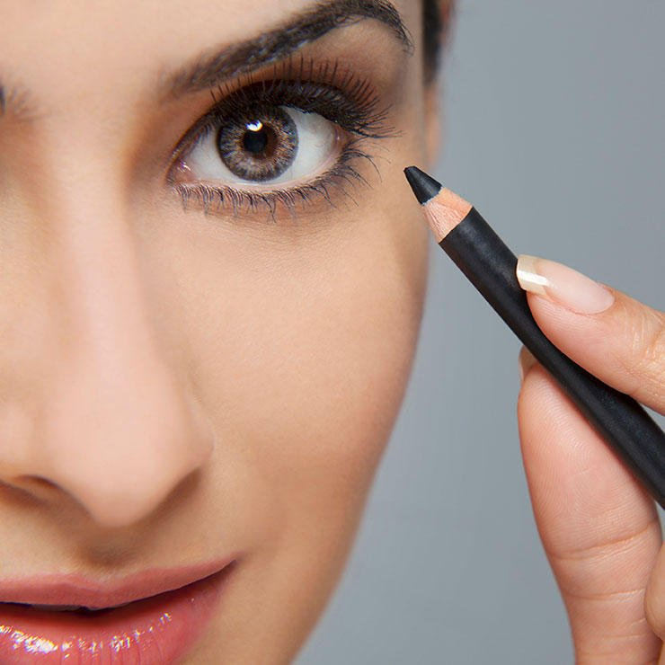 9 mistakes you're making with eyeliner: https://t.co/3JeSeETEb1