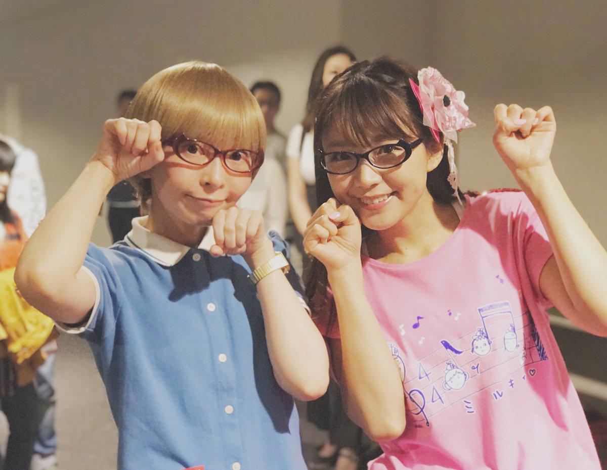 今夜は横浜アリーナに!!めがね大使まゆちゃんから三森すずこさんに「にゃんこちゃメガネ」をプレゼント!ネイビー似合ってます^_^ https://t.co/TbrnjGIiAX