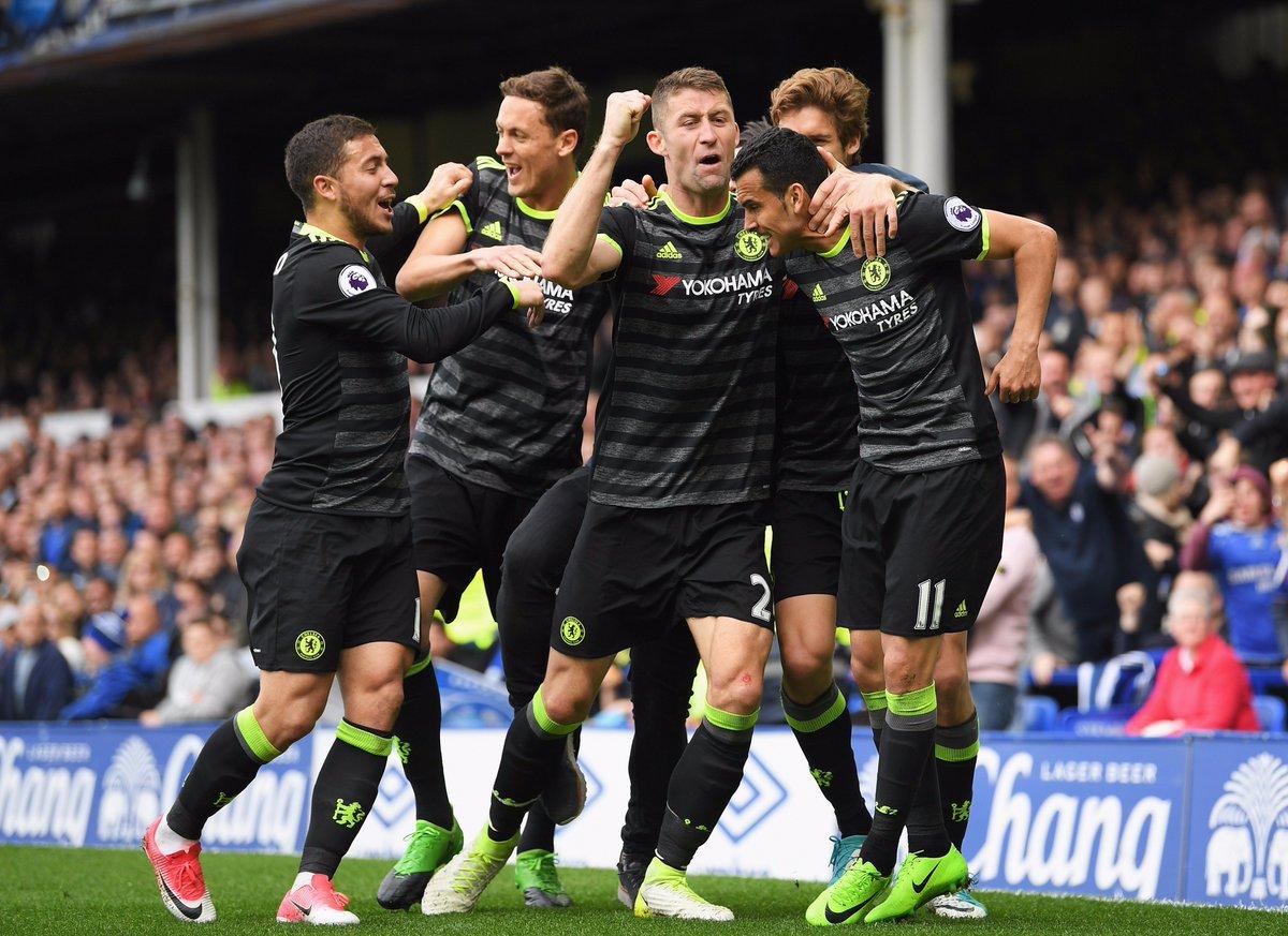 El Chelsea gana al Everton (0-3) y acaricia la Premier