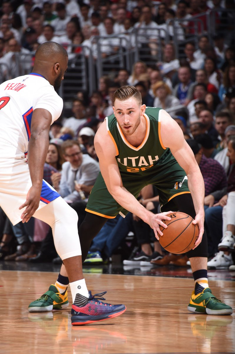 #TakeNote   Jazz lead the Clippers, 46-39 at the half https://t.co/obW...
