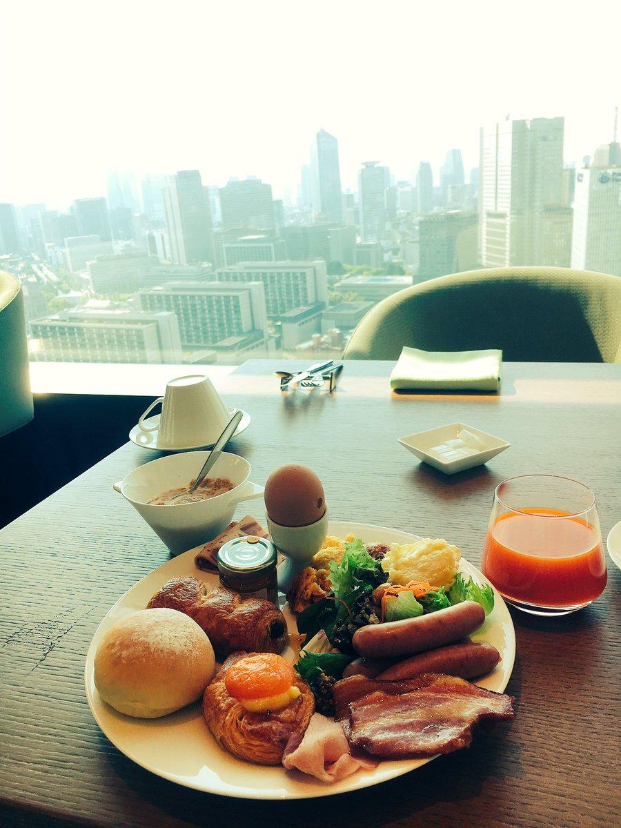 東京を見下ろしながら優雅な朝ごはんいただきましたー 美味しかったーめっちゃ幸せ 今週分のエネルギーチャージ出来た GW関係なしに毎日忙しいけどがんばろ #オアシスガーデン #ザプリンスギャラリー東京紀尾井町 pic.twitter.com/8RASB0NSsg
