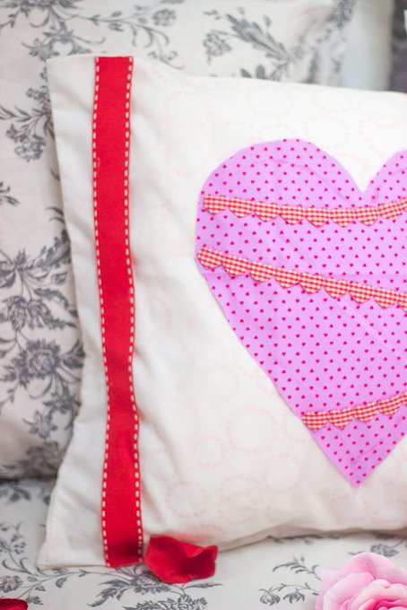 DIY Valentines No Sew Cushion Covers