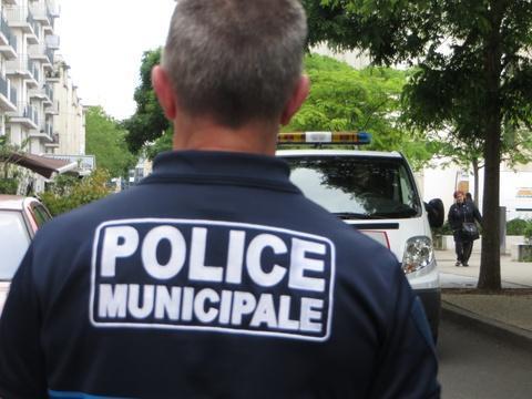 #Rediff Des coups de feu tirés dans la ville de Nicolas Dupont-Aigan https://t.co/yPQBwgklJG