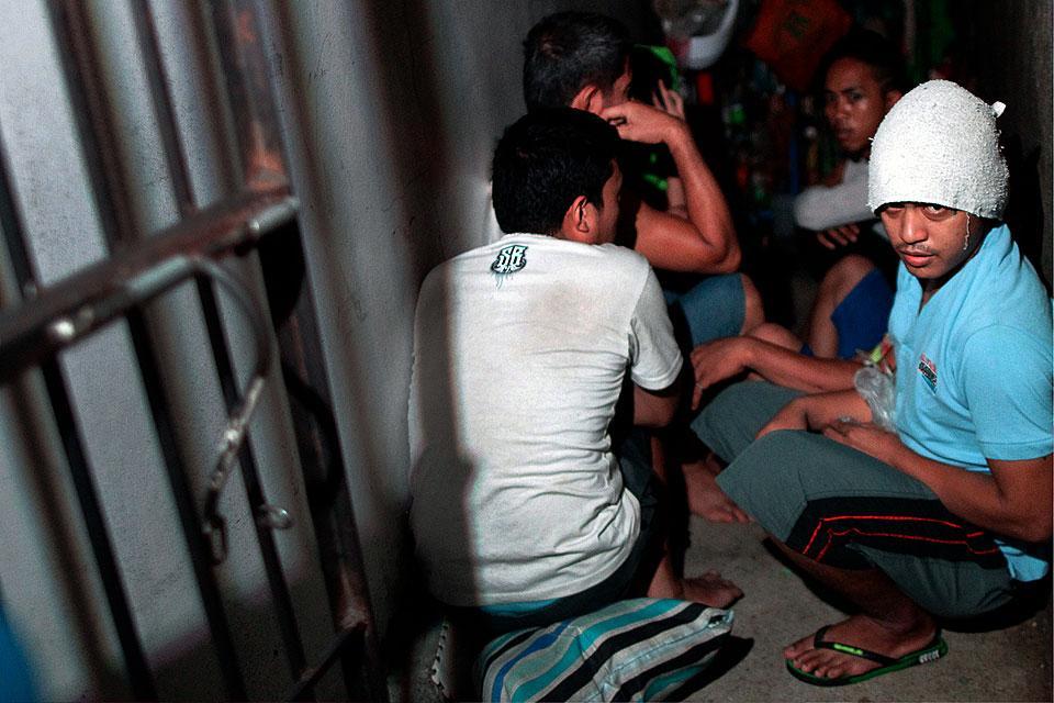 Sen. Lacson hit PNP Chief Dela Rosa for defending a secret jail at a police station in Manila. https://t.co/r0qScB1CDz