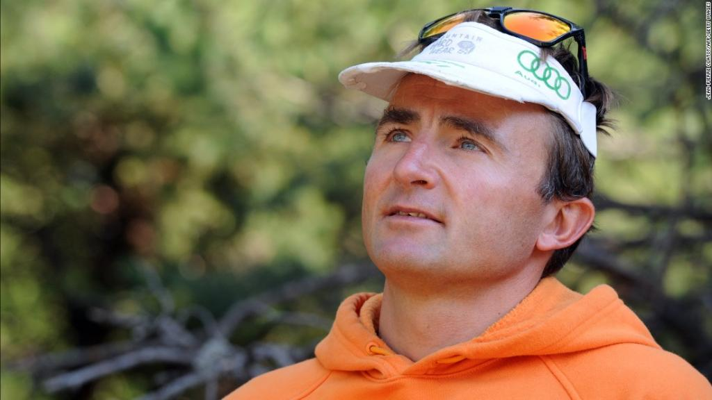 Famed Swiss climber Ueli Steck died in an accident near Mount Everest, Nepal's tourism department said https://t.co/lYSAHwS9pM