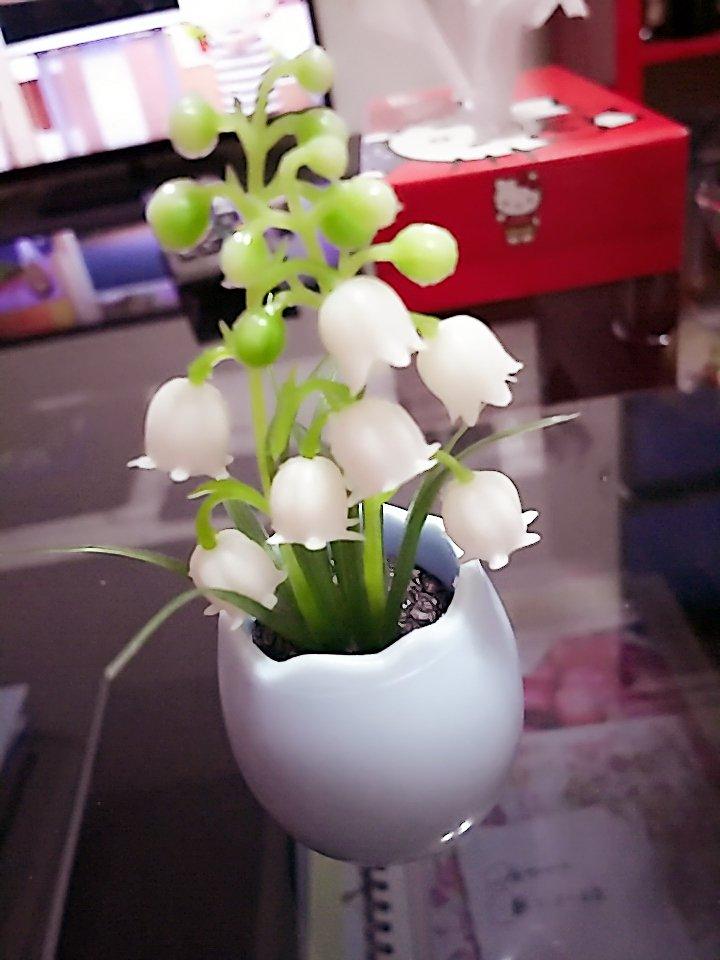 test ツイッターメディア - 今日はすずらんを送ると幸せになれるとのことで… セリアでやっと買えました。 すずらんの造花ってなかなかないから嬉しい(????) #セリア https://t.co/lcH8lOWnvl