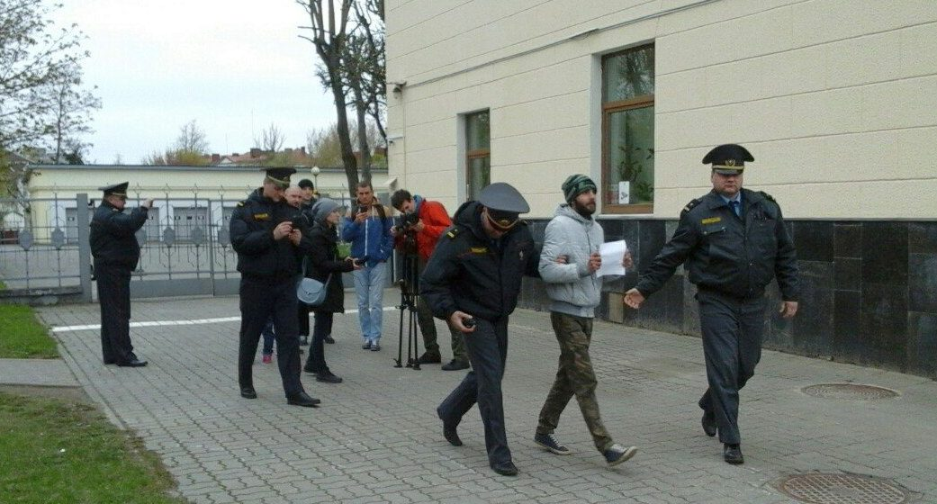 In Baranovichi police detained a protester with white sheet