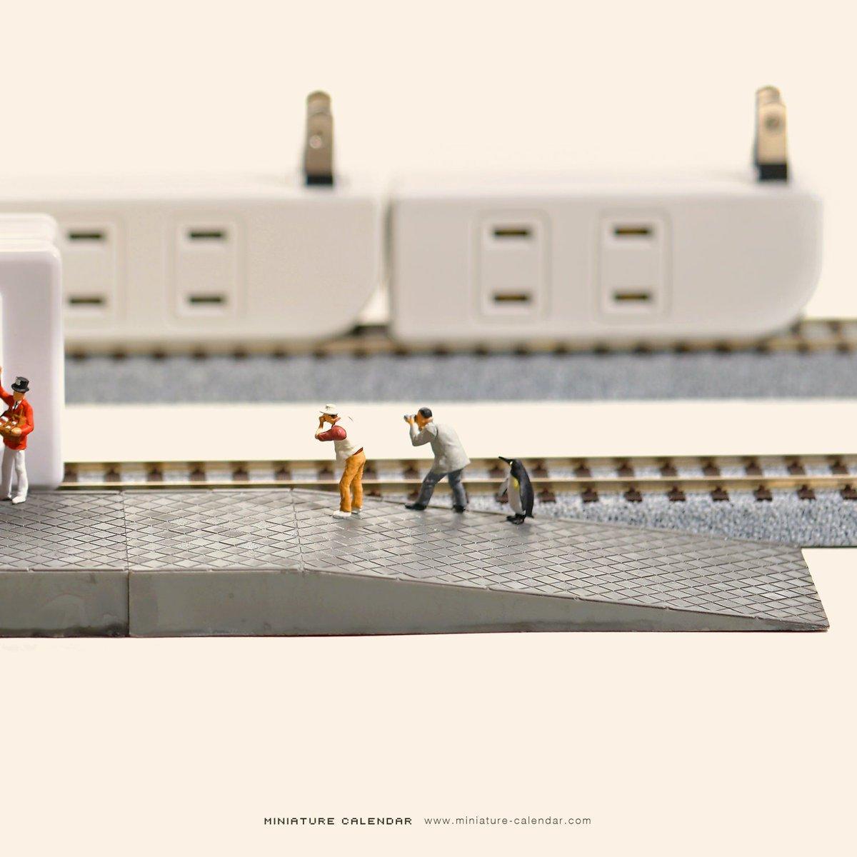 電車でゴー!ルデンウィーク。 今日からゴー!月です。   #コンセント #電車