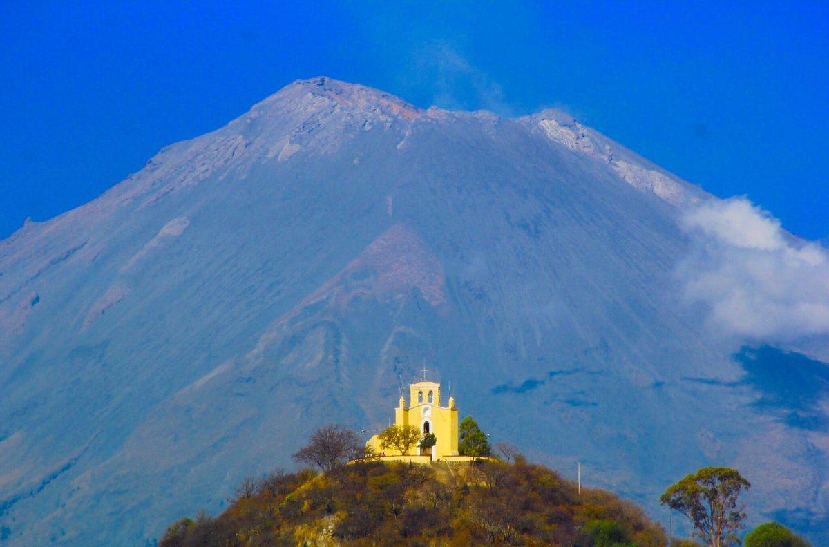 Entre las iglesias de Atlixco, quizá la Capilla de San Miguel sea la que tenga la mejor ubicación.