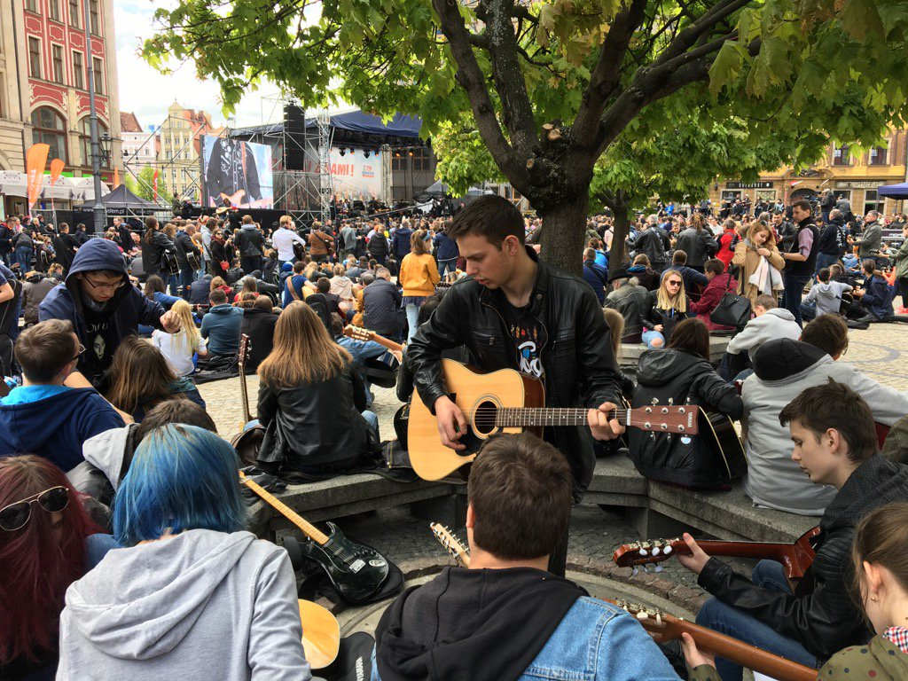 #MayDay in Wroclaw: guitarists set to beat Guinness book record