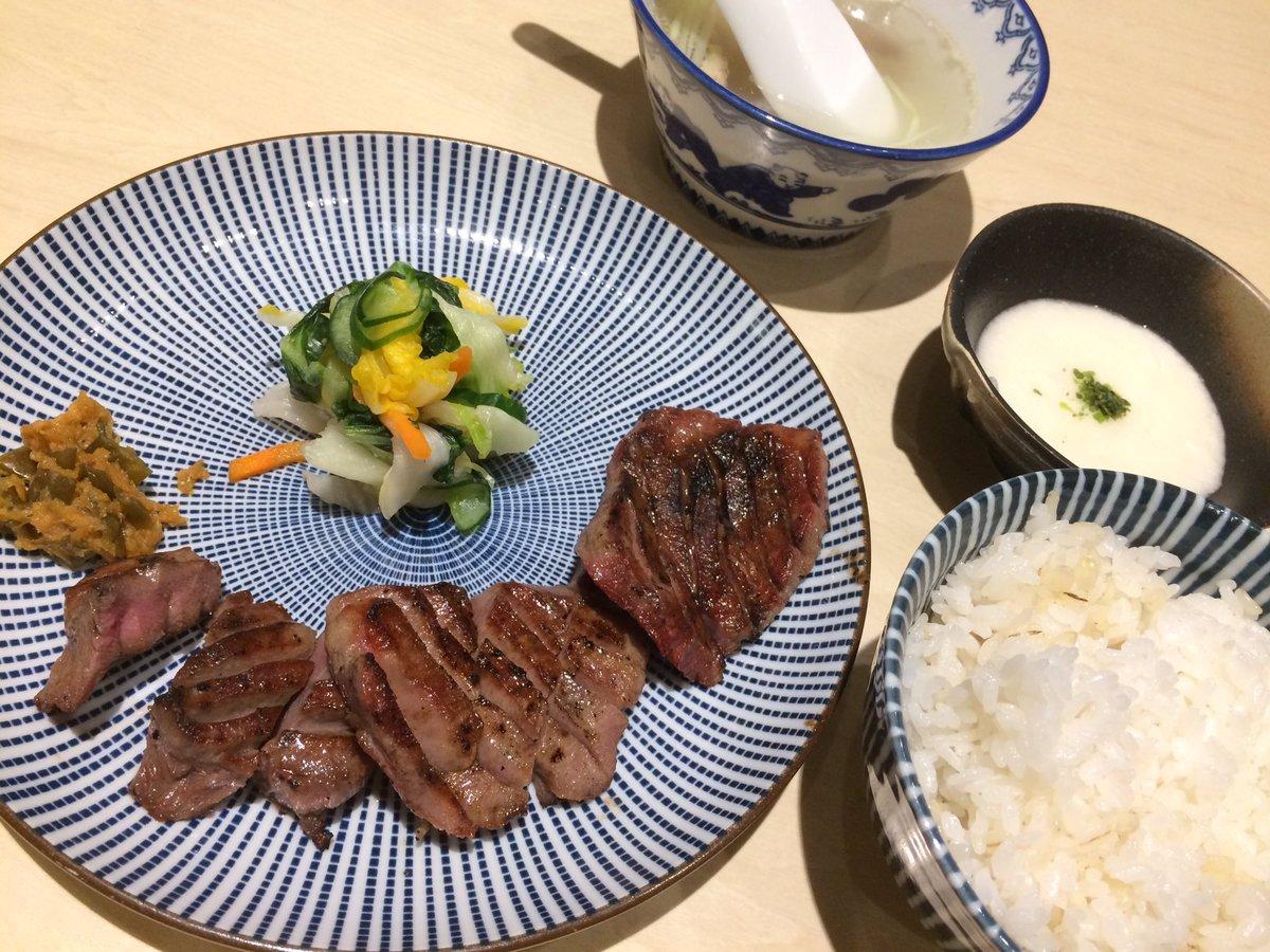 炭焼き牛たん東山、最高においしかった〜〜〜!!!しばらく大阪駅ごはんはここにしたい