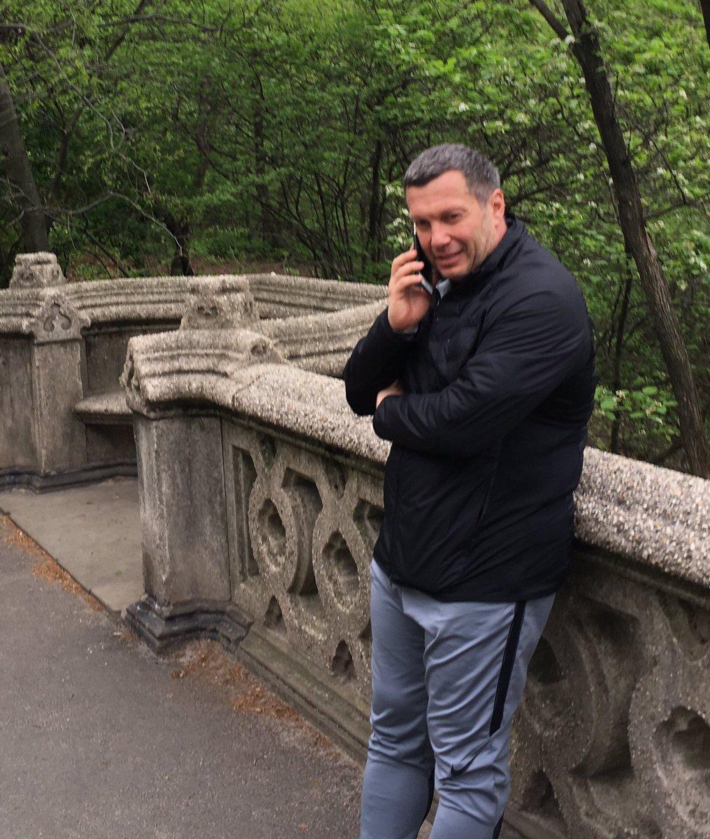 Смотрите кого утром встретил в Центральном парке Нью-Йорка. Пропагандон приехал к дяде Сему на поклон? @navalny https://t.co/GxZiulw4I4