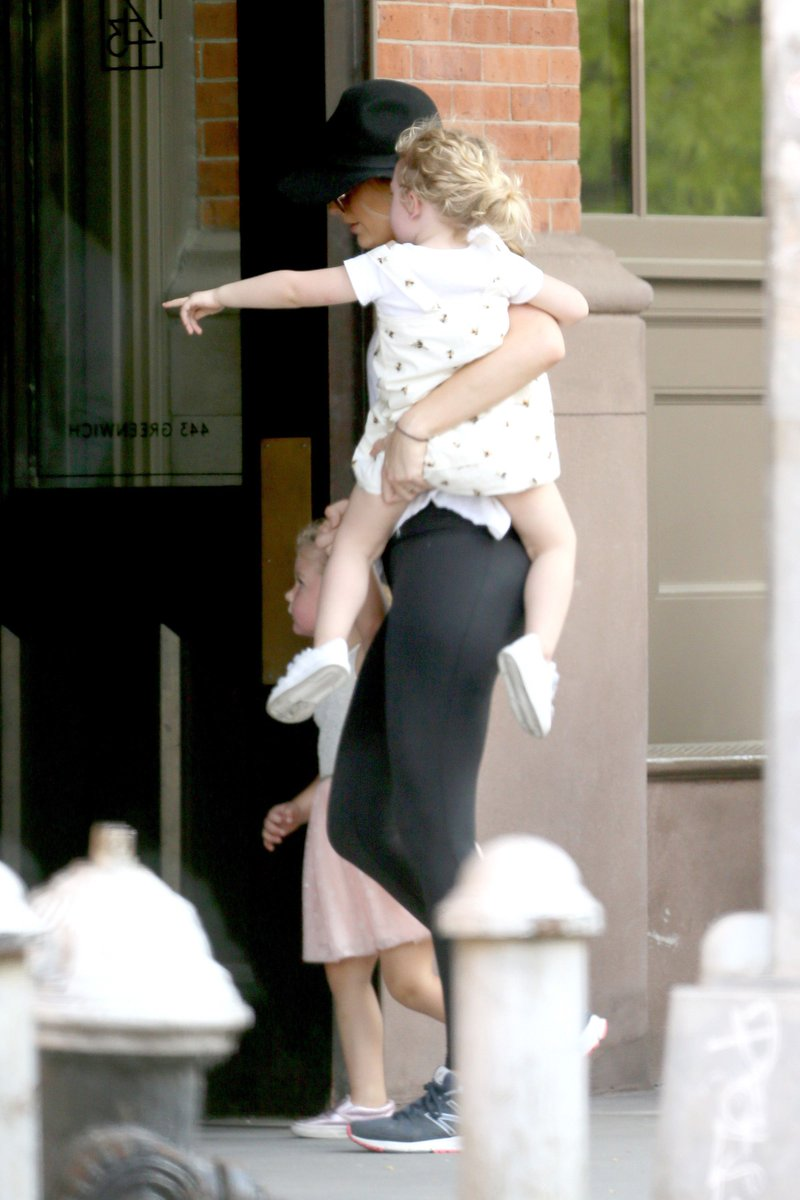 Blake Lively Updates On Twitter Arriving At Her Apartment In New York With James April 30 S T Co Stv5ohuctk