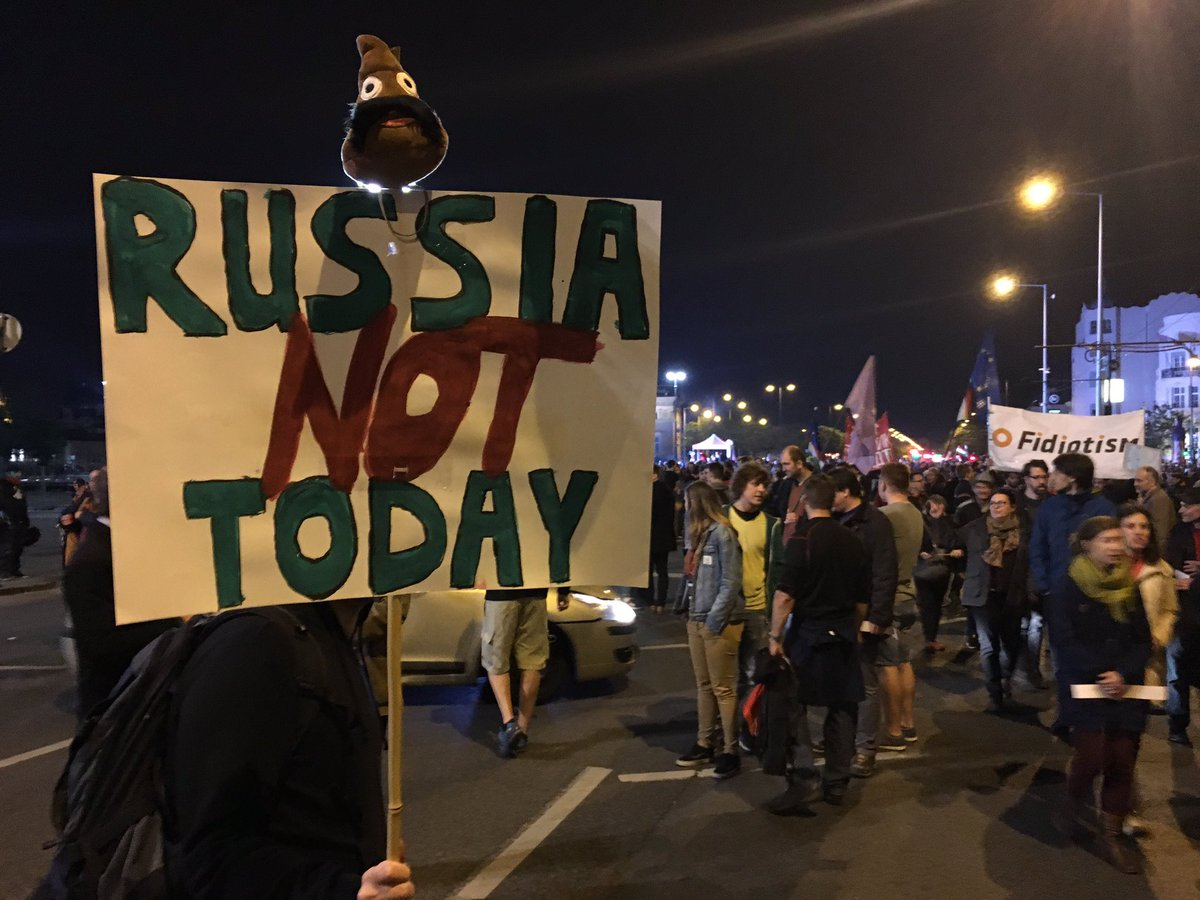Pro-EU anti-Russian influence rally in Budapest We won't be a colony!