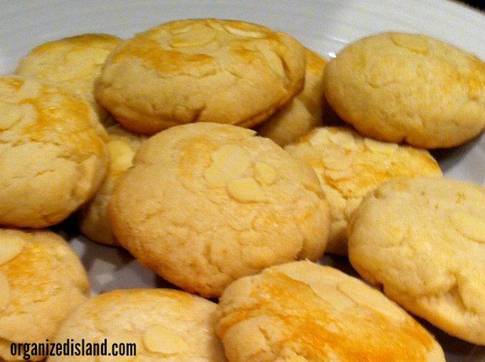 Easy Almond Cookies