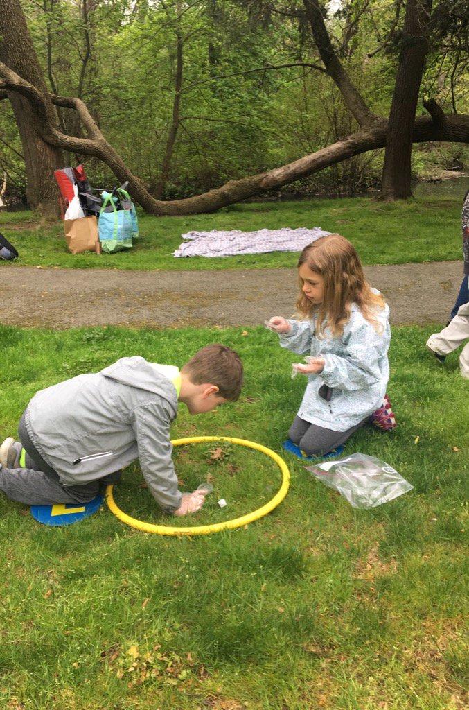 Exploring nature&#39;s classroom #bronxriver #juniorscientists #kindergarten<br>http://pic.twitter.com/8ubfBApvfQ