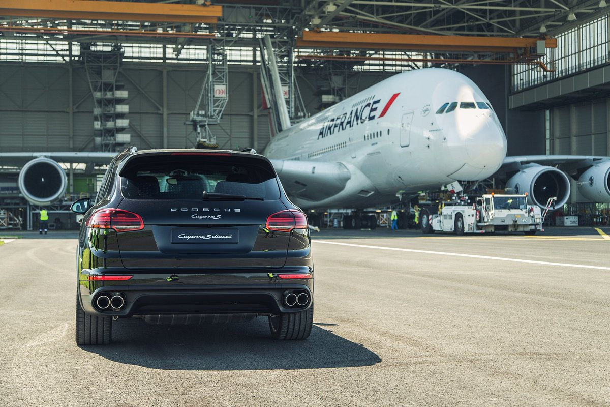 A Porsche Cayenne Has Successfully Towed 285 Tonne Air France Airbus A380 42 Metres Setting New Guinness World Records Gwrpic Twitter Hzpqf0h3ws
