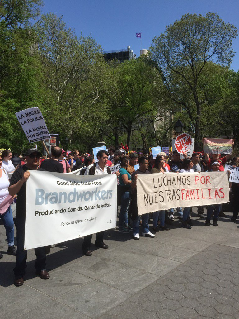 Proud to support brave workers this afternoon #MayDay2017 #WSQ Park #tomcatbakery #daywithoutbread @brandworkers<br>http://pic.twitter.com/LJsC9MSBxF