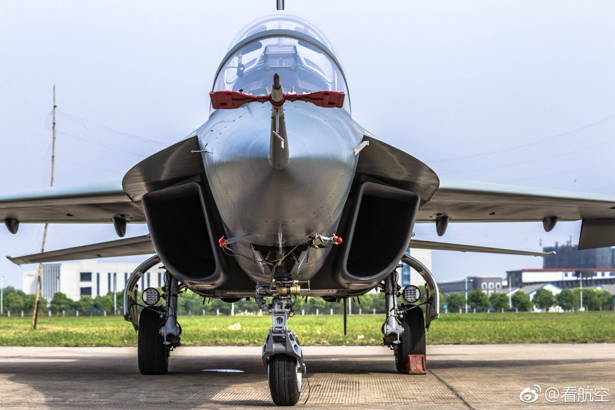 الصين تكشف النقاب عن طائرتها الهجومية الجديدة من طراز L-15B C-y838KXgAEzC3x