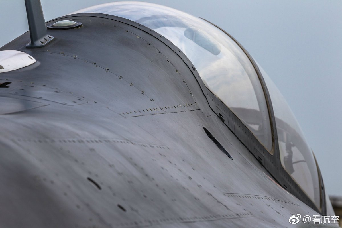 الصين تكشف النقاب عن طائرتها الهجومية الجديدة من طراز L-15B C-y838LWsAAPkJM