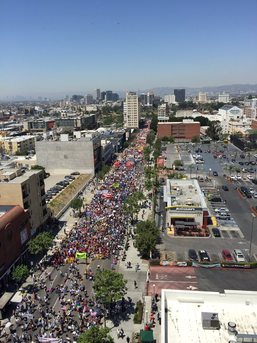 Thousands hit the streets at today's May Day march in Los Angeles to stand with working people. #resist #mydayinla https://t.co/fUy2toUyRT