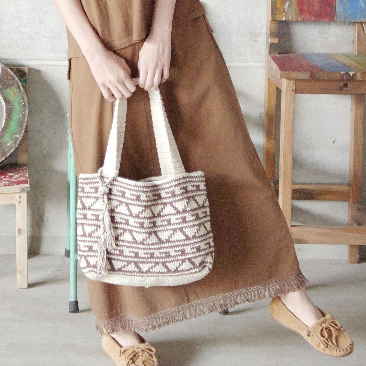 NEW ポップな幾何学柄のバッグ&ヴィンテージ風なバッグが入荷~♪ 程よいエスニカルなファッション小物が充実(*'∀') この時期欠かせない薄手の  #ストール にも注目!