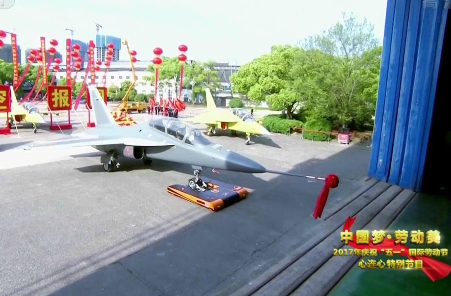 الصين تكشف النقاب عن طائرتها الهجومية الجديدة من طراز L-15B C-zbLn6XsAA2rI2