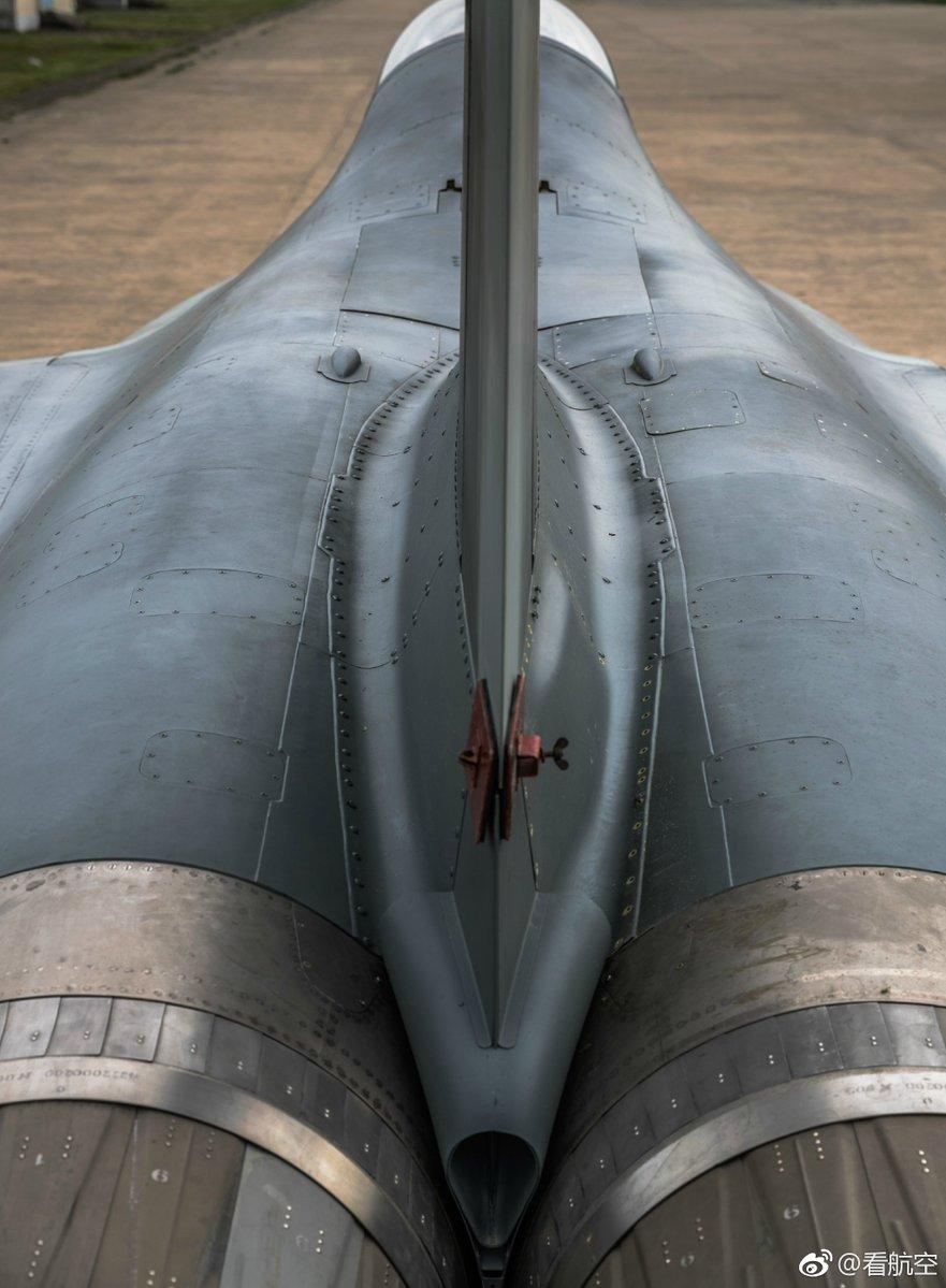 الصين تكشف النقاب عن طائرتها الهجومية الجديدة من طراز L-15B C-zbMTuXsAAm_ir
