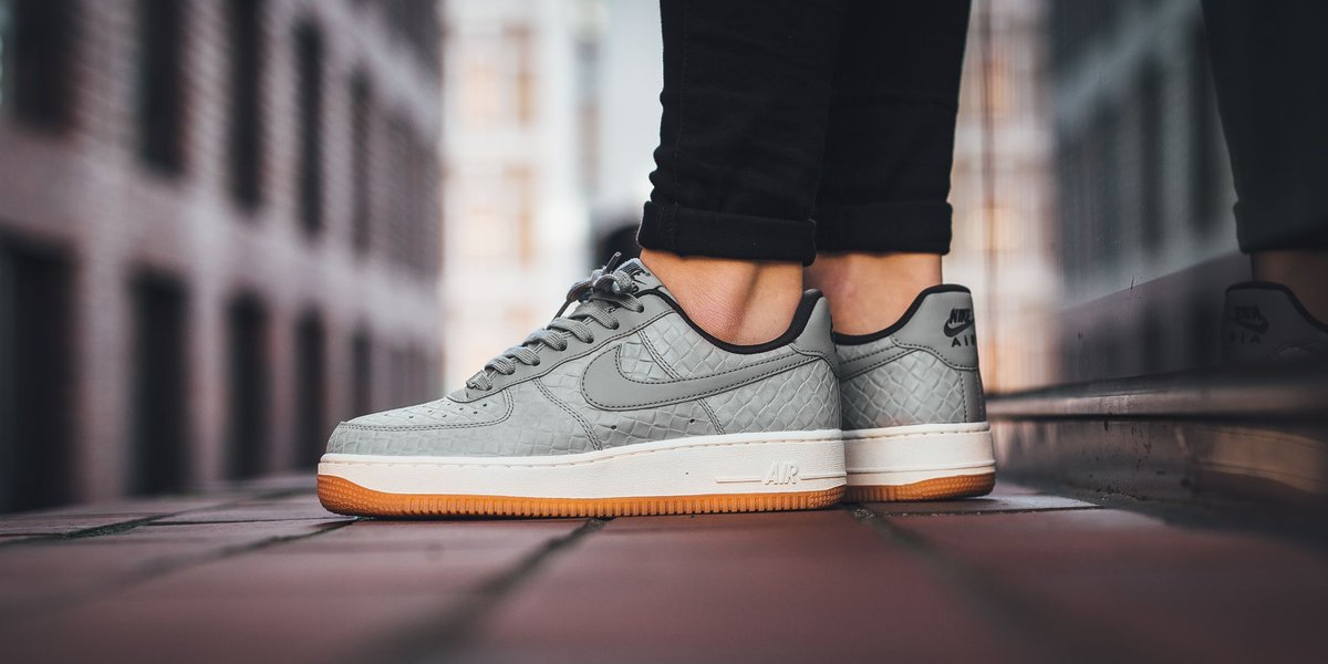 Sneakers Nike Air Force 1 07 Wolf Grey Midnight Fog Sail