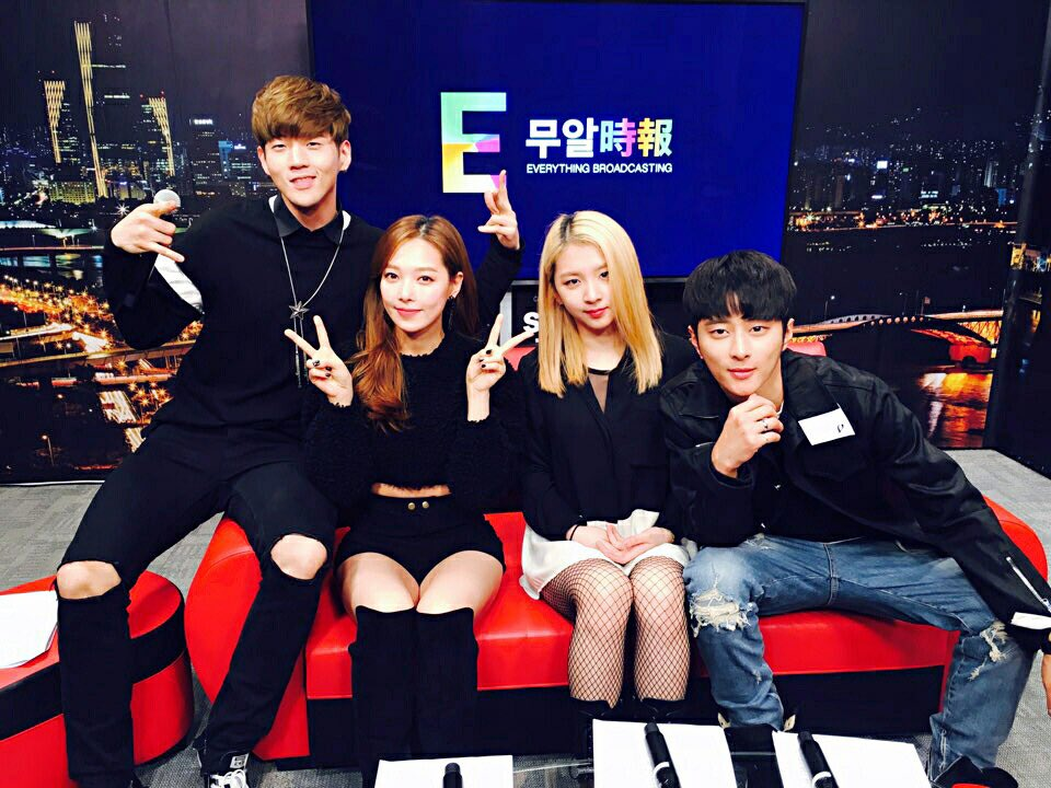 2016.12.29 Thu 12:30 PM Get ready for K.A.R.D live on etnews → https://t.co/4c4txFMWaA