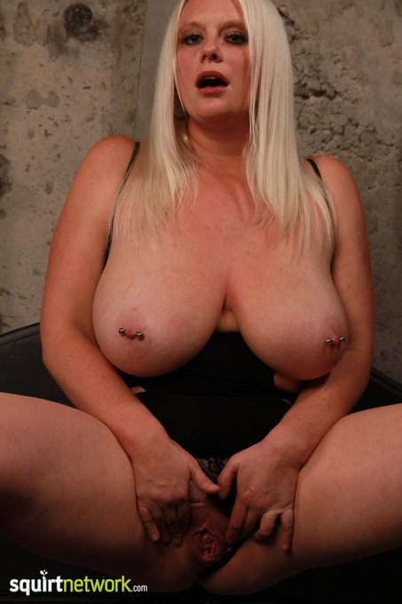LIVE NOW @Cameron_Skye_ I'm aching to get naked and naughty! Cum play!!! https://t.co/R6tehyCdkn #SquirtNetwork