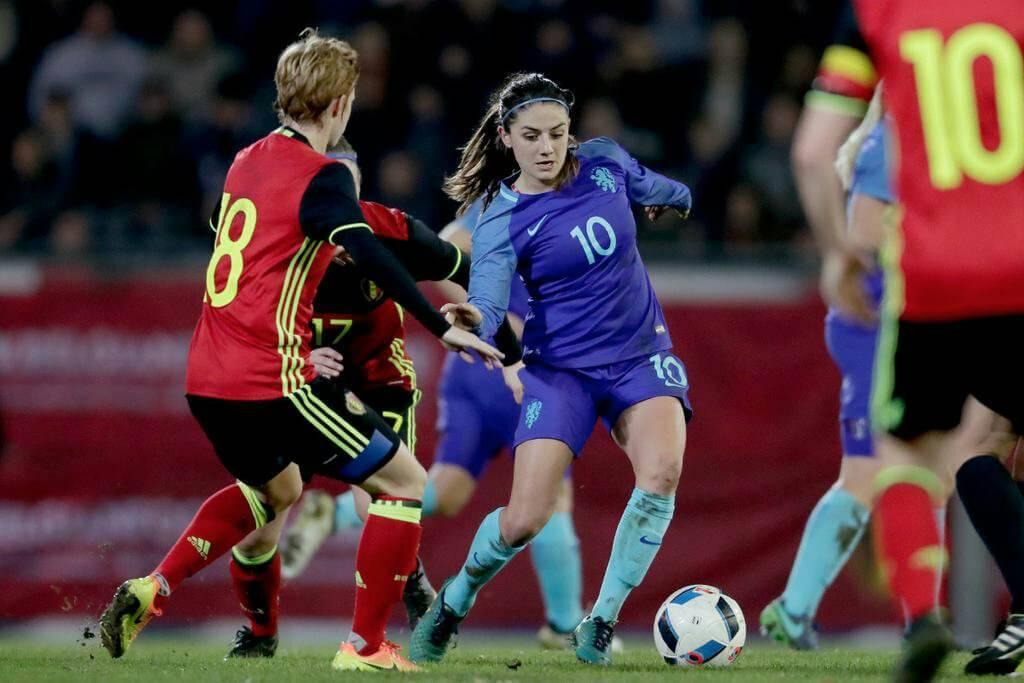 Kumpulan Foto Pesepak Bola Wanita Cantik Yang Mewarnai Piala Eropa
