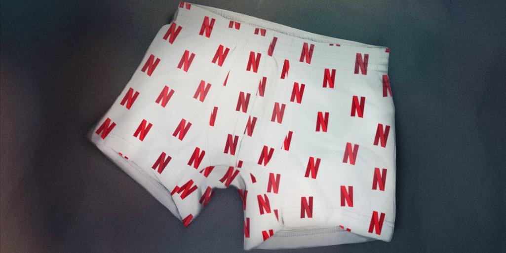 Nova superstição de Ano Novo: passar a virada com cueca da Netflix pra atrair novas temporadas.